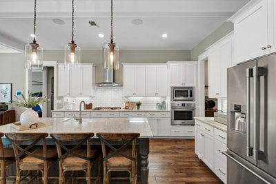 Woodharbor Stock cabinetry, Woodharbor Breeze Standard Cabinetry, kitchen and bath cabinets